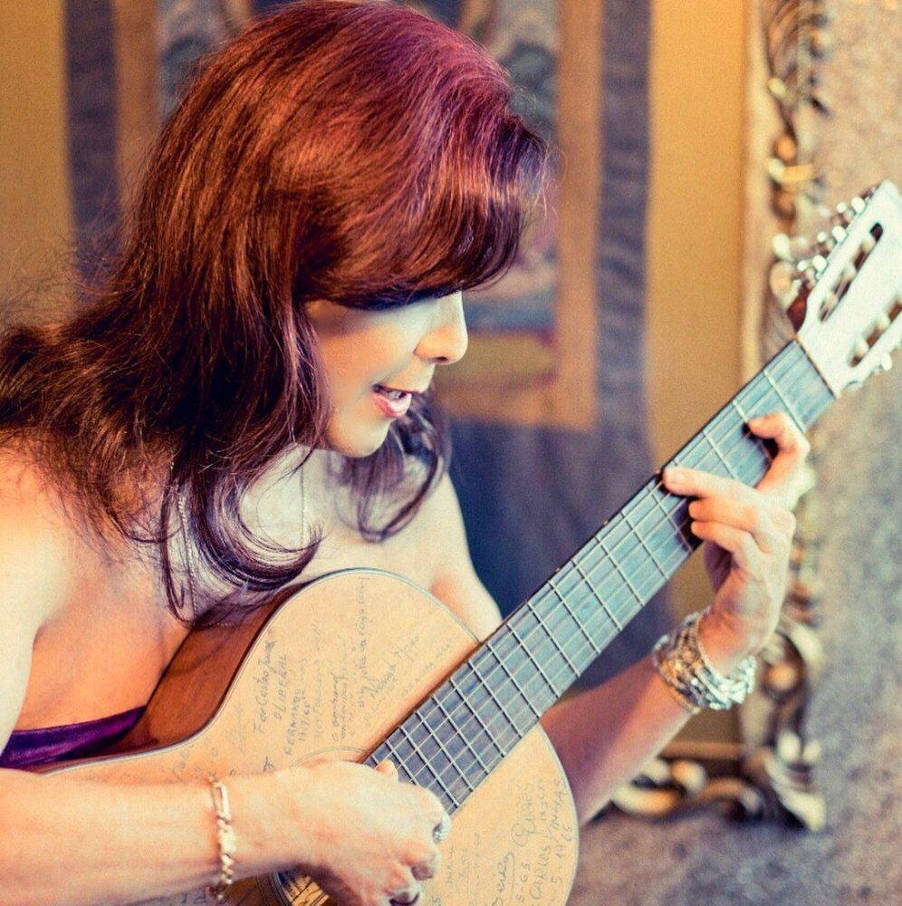 Anaya_guitar